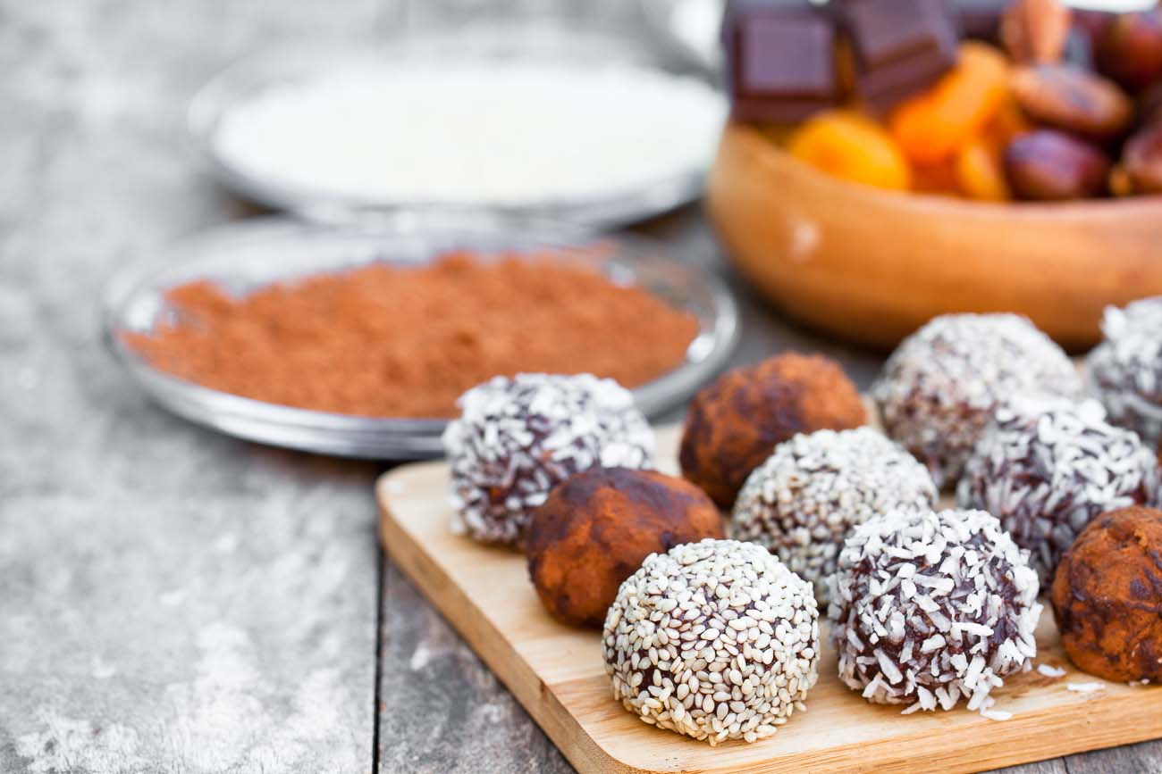 Dates Chocolate & Nut Balls Recipe (Energy Balls) by Archana's ...