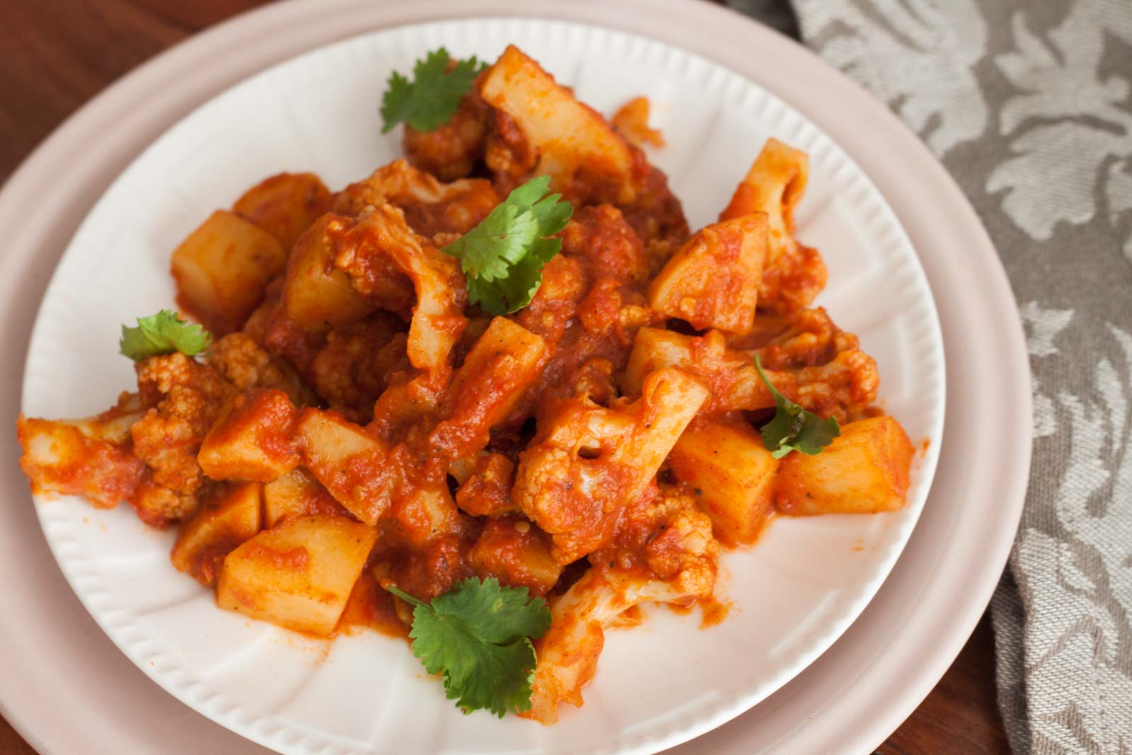 Aloo Gobi Ki Sabzi Recipe (Spicy Potato and Cauliflower Vegetable ...