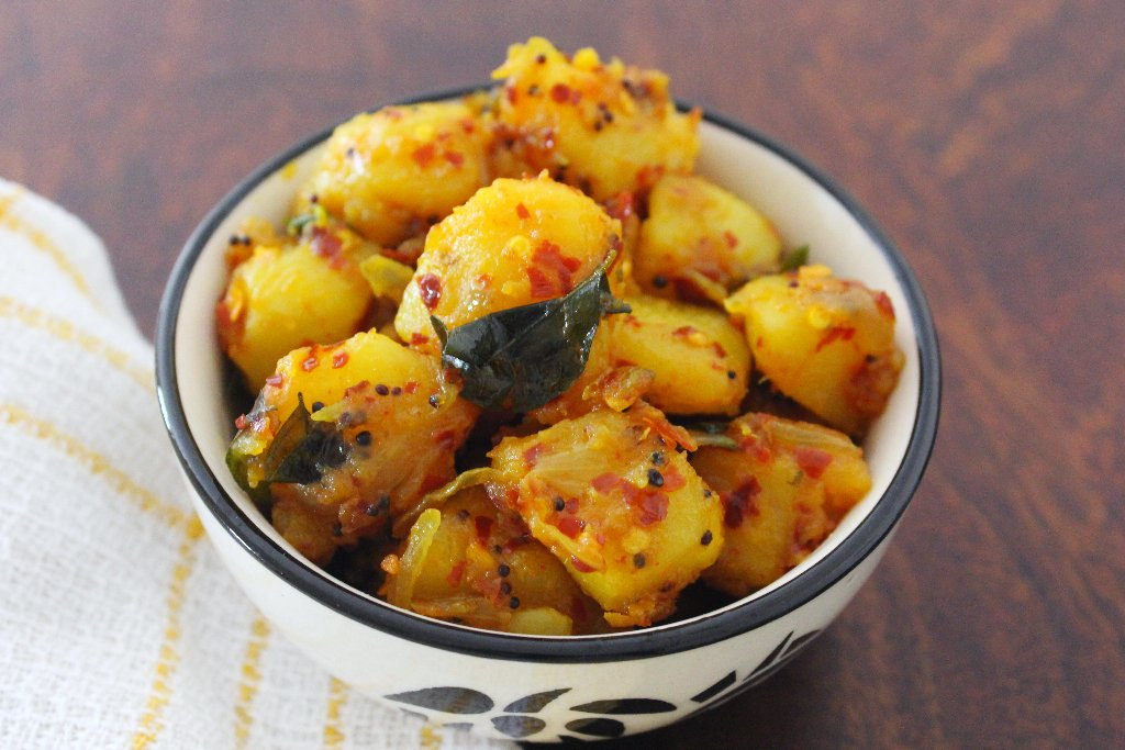 Sri lankan chili potatoes recipe by archanas kitchen potatoes tossed in a spicy sri lankan style masala a perfect side dish or salad for your weekday meal forumfinder Images