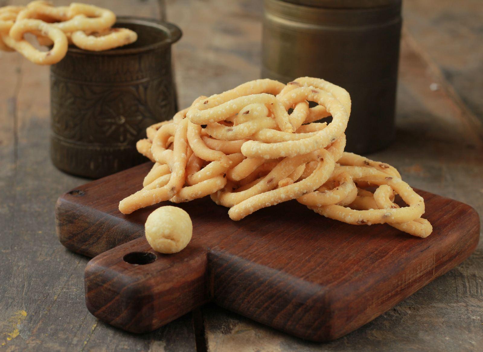 Thenkuzal Recipe (South Indian Snack Using Rice Flour Urad Dal Flour)