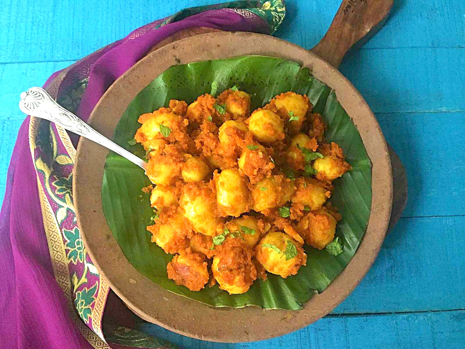 Choto Aloor Dum Recipe - Bengali Style Baby Potato Stir Fry