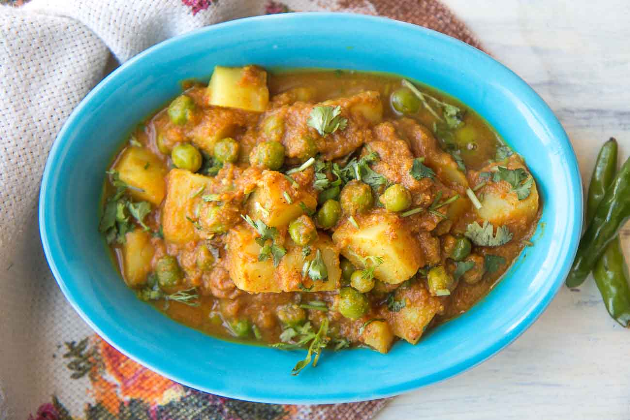 Aloo Matar Ki Sabzi Recipe (Potatoes And Peas In Tomato Curry)