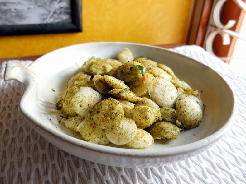 Karuveppilai Podi Idli Recipe-Spicy Lentil & Curry Leaves Powder Tossed Idli