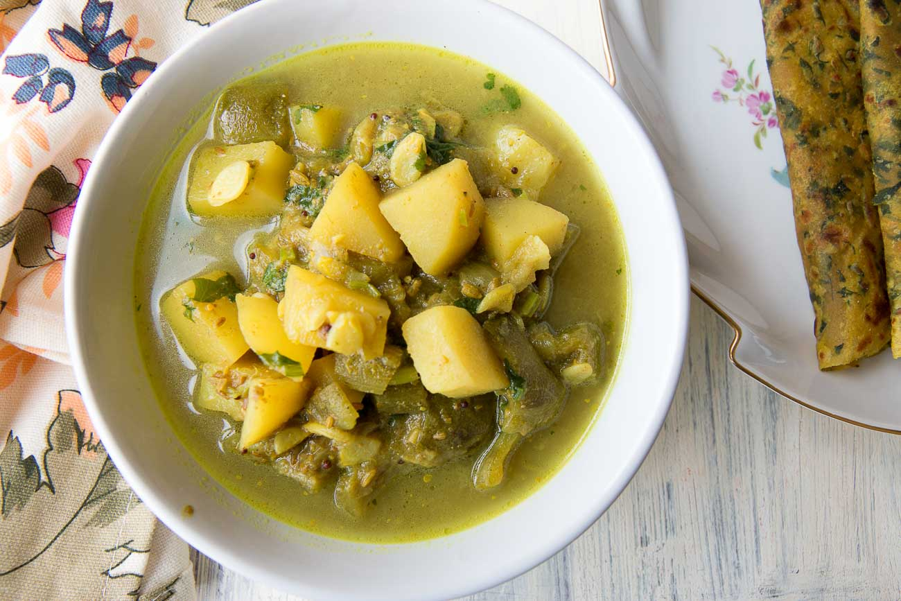 Bengali Aloo Jhinge Posto Curry Recipe (Potato and Ridge Gourd Curry)