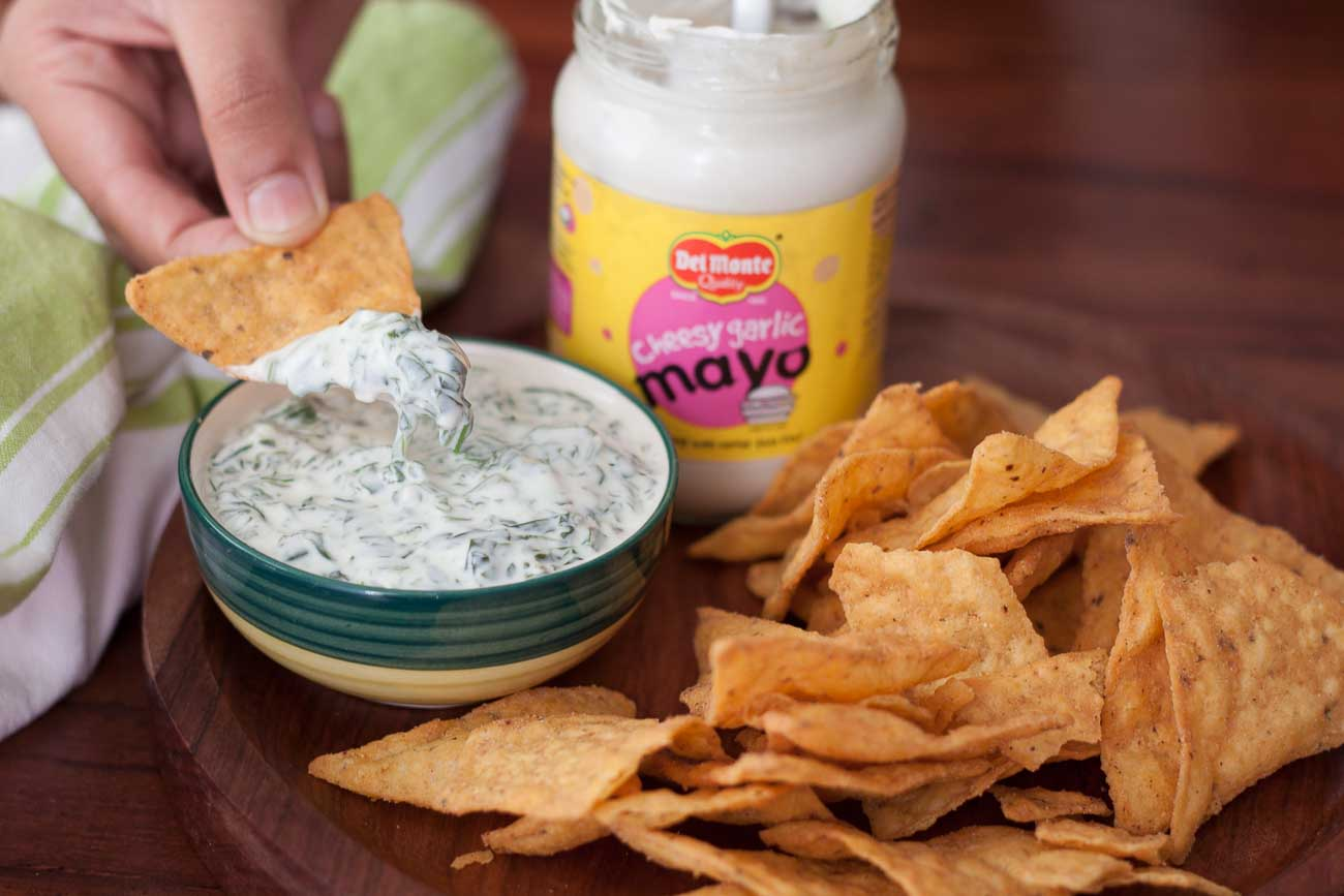 Party Style Creamy Spinach Dip Made with Cheesy Garlic Mayo & Served With Nachos