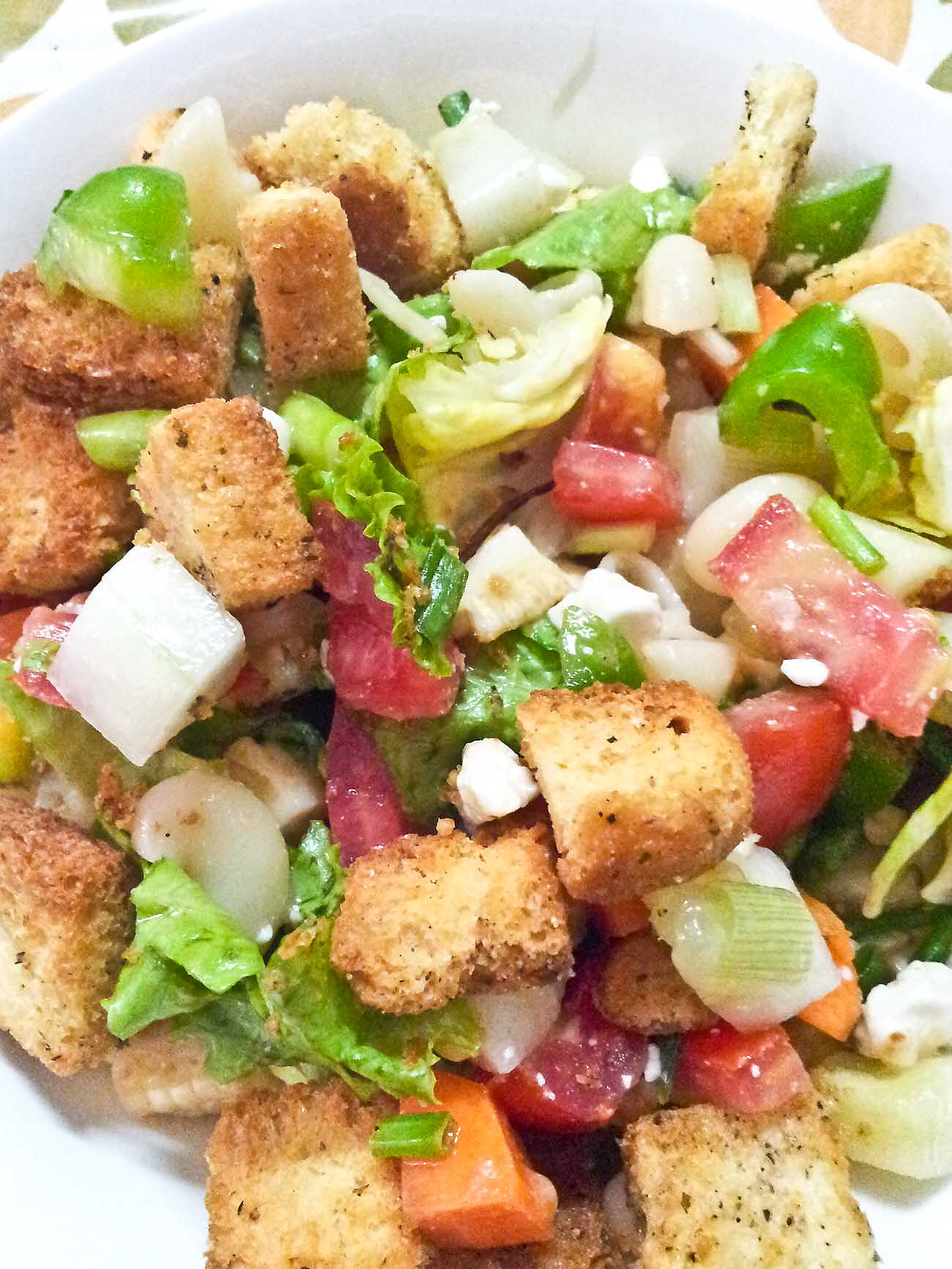 Pasta Salad Recipe with Summer Vegetable Lettuce & Croutons
