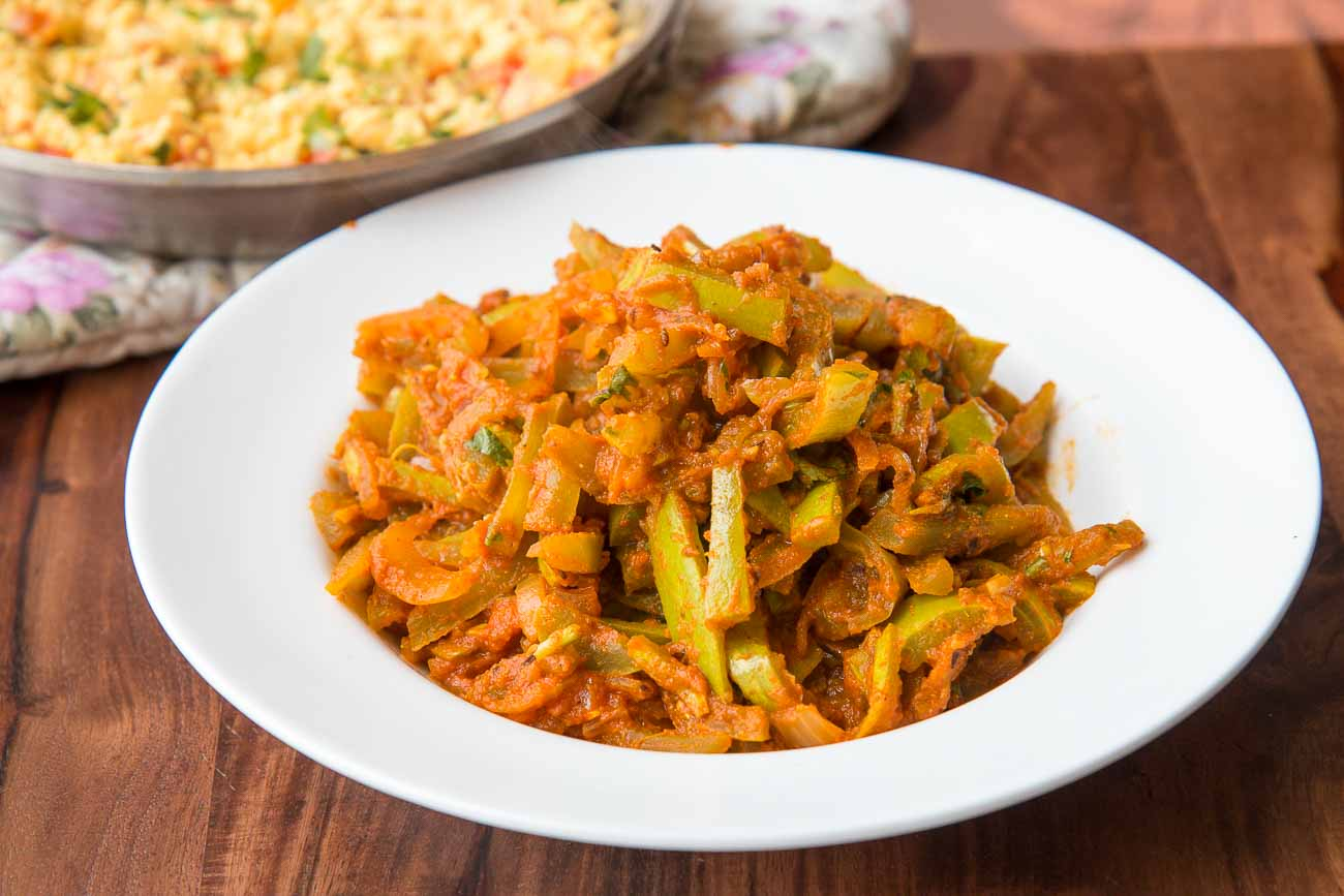 Chichinda ki sabzi recipe uttar pradesh style snake gourd stir fry chichinda ki sabzi recipe uttar pradesh style snake gourd stir fry forumfinder Images