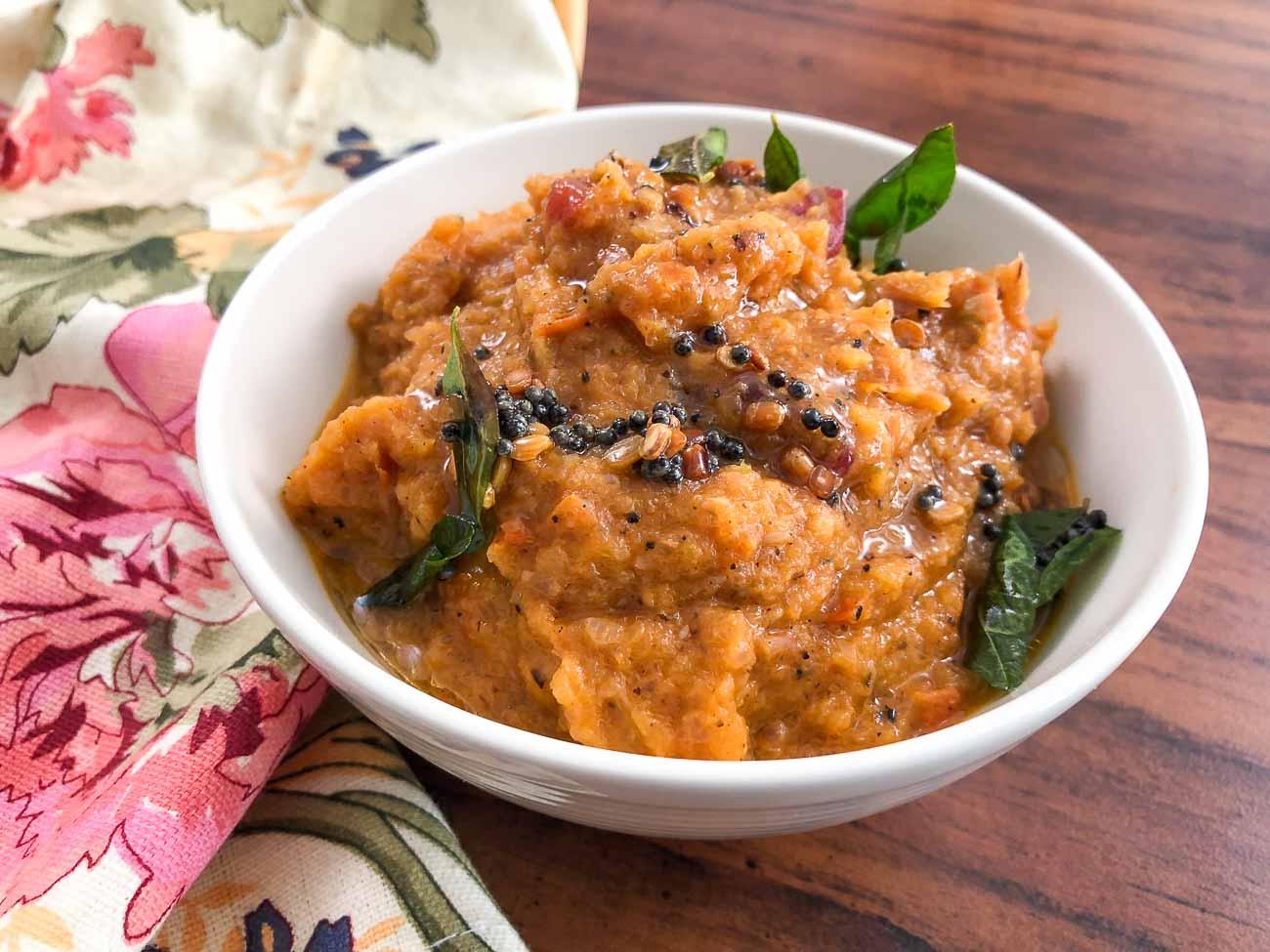 Tomato Onion Chutney Recipe - Thakkali Vengayam Chutney