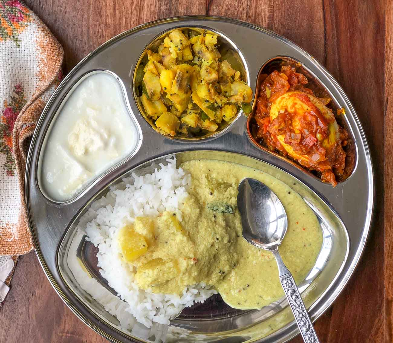 Portion Control Meal Plate Kerala PulisseryRaw Banana Thoran Egg Roast Rice u0026 Curd  sc 1 st  Archanau0027s Kitchen & Portion Control Meal Plate: Kerala PulisseryRaw Banana Thoran Egg ...