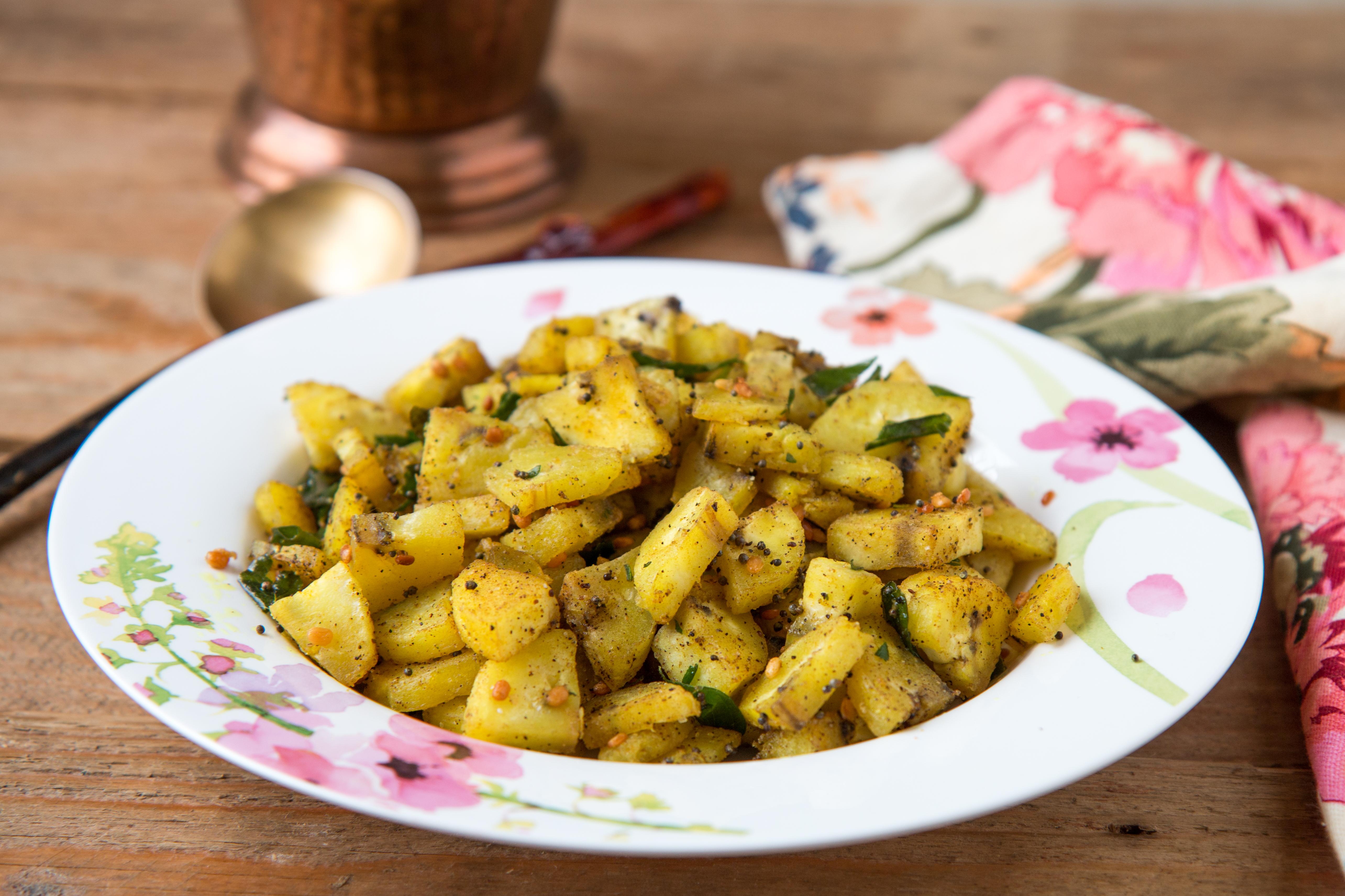 Vazhakkai Poriyal Recipe - Raw banana Roast With Pepper