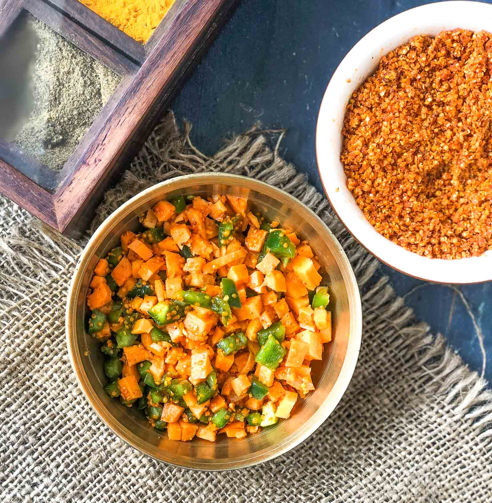 Gajar Shimla Mirch Sambharo Recipe - Instant Gujarati Carrot Capsicum Pickle