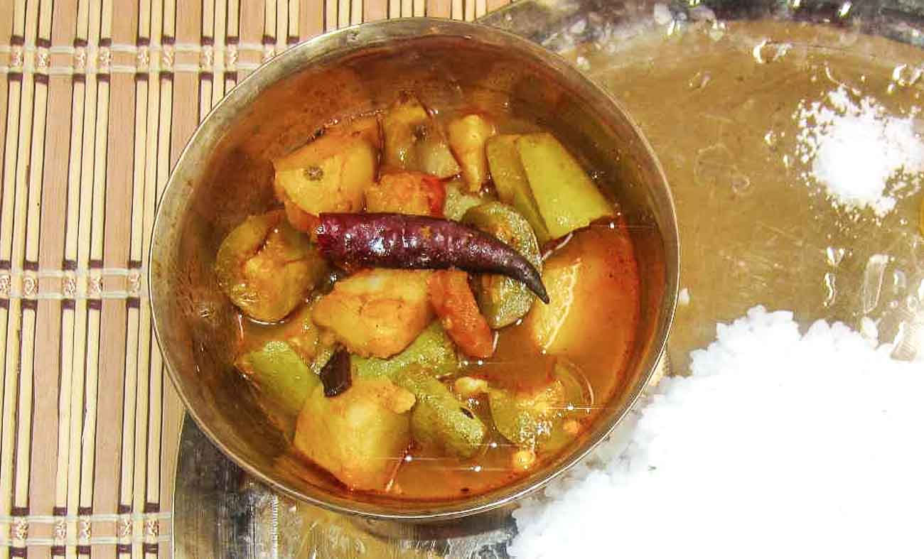 Bengali aloo potol er dalna recipe a traditional vegetable side bengali aloo potol er dalna recipe a traditional vegetable side dish forumfinder Gallery