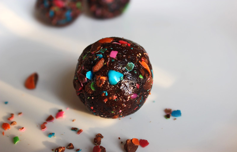 Date and Almond Energy Balls Recipe
