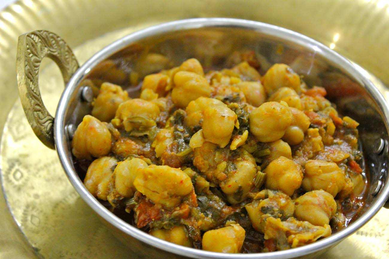 Palak Chole Recipe (Spinach & Chickpea Curry)