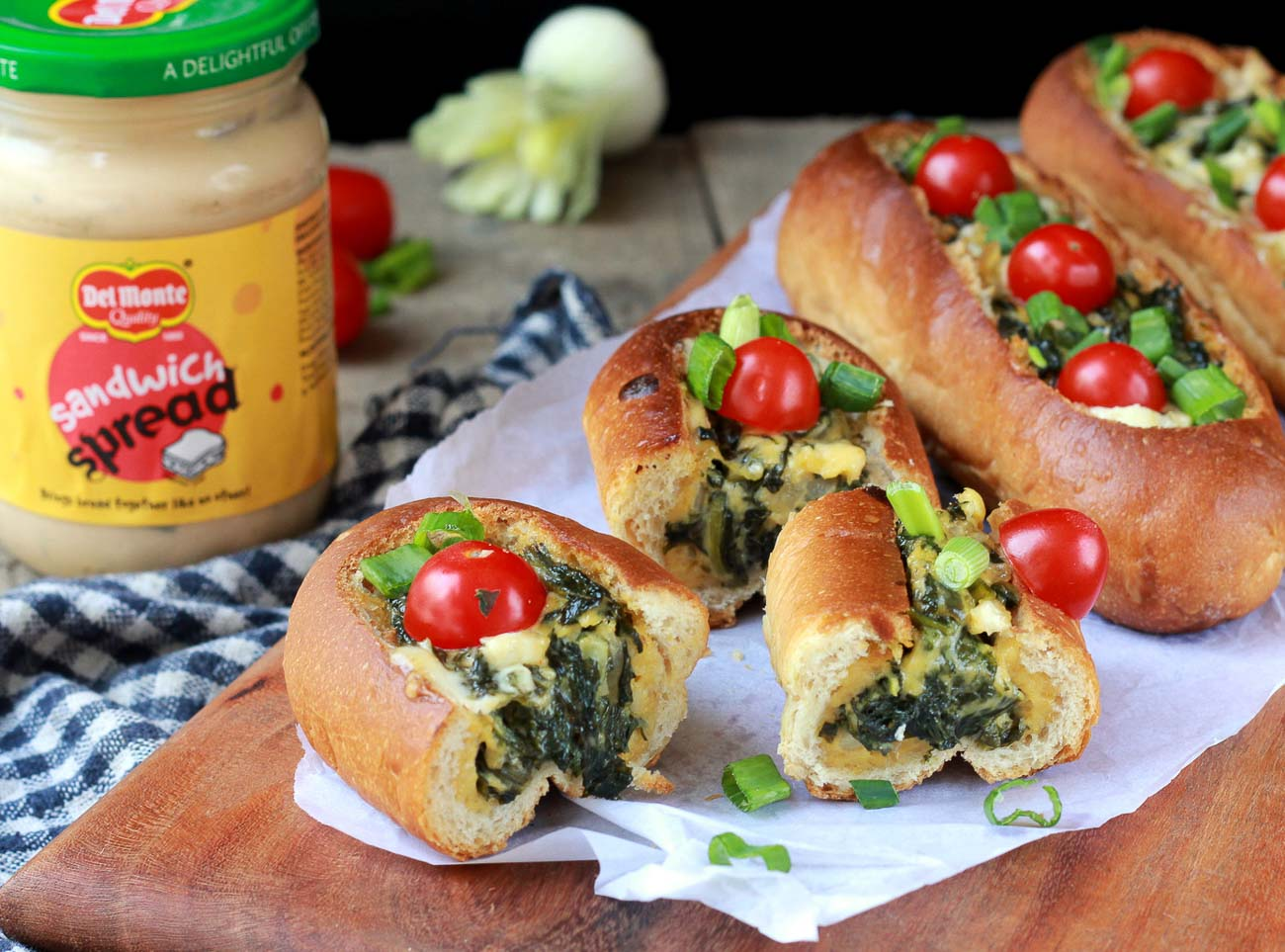 Bread Boats Recipe Filled With Spinach, Eggs And Sandwich Spread