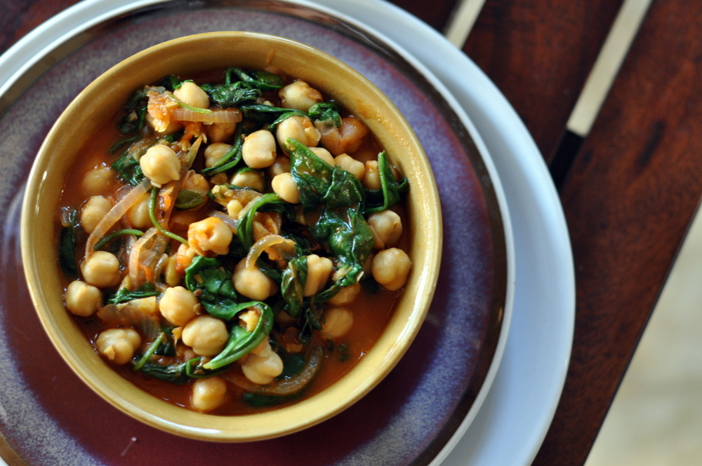 Garlic Chickpeas And Spinach Curry Recipe