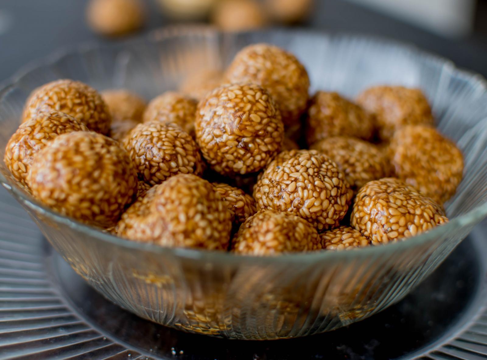 Til Ke Ladoo Recipe - Sesame Ladoo Recipe by Archana's Kitchen
