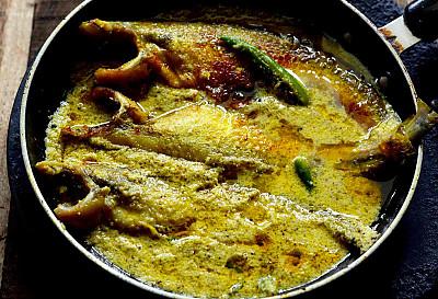 Posto Pabda (Bengali Fish Curry In Poppy Seeds Paste)