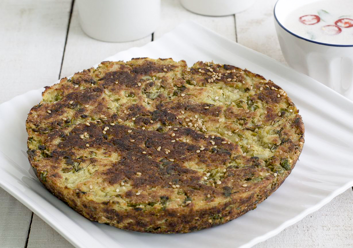 Vatana Bateta Na Rotla Recipe - Gujarati Peas and Potato Roti