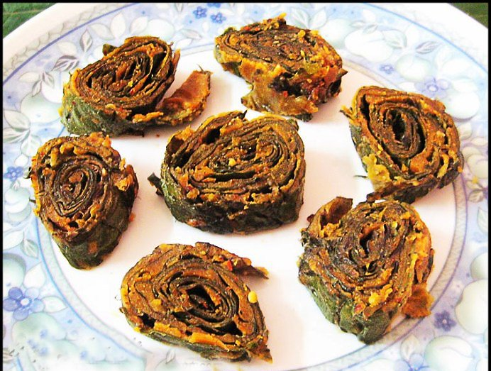 Konkani Style Pathravade/Pathrode Recipe-Colocasia Leaves Snack