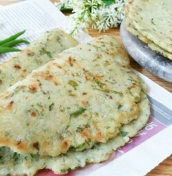 Masala Akki Roti With Spinach Recipe - sarvapindi