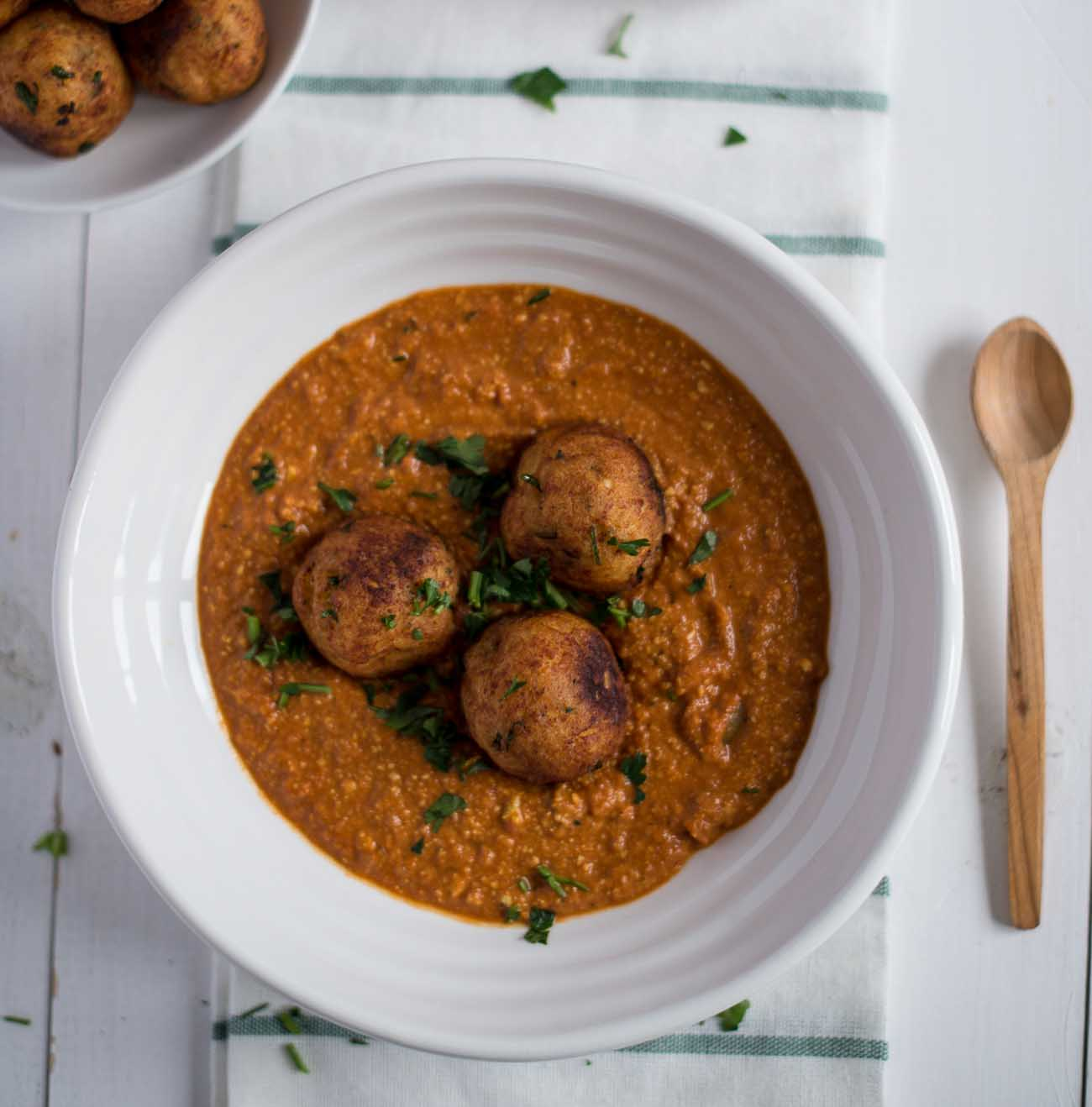 Mocha Chingri Manohara Recipe (Shrimps Stuffed Banana Flower Kofta Curry)
