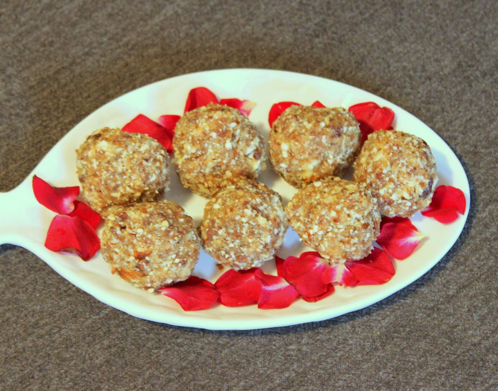 Oats, Dates And Dry Fruits Ladoo Recipe