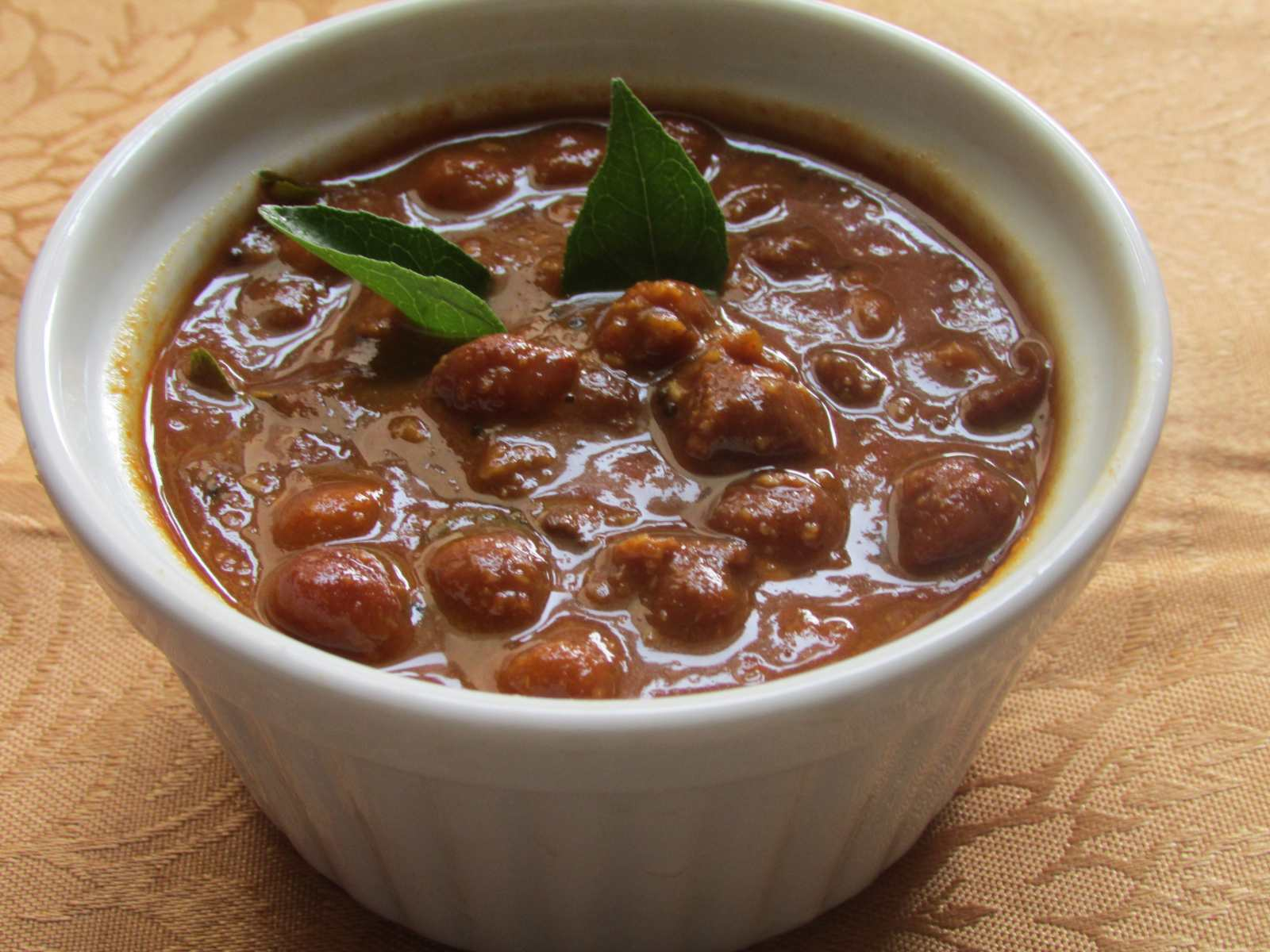 Kondai Kadalai Puli Kuzhambu Recipe -Tangy South Indian Kala Chana Curry