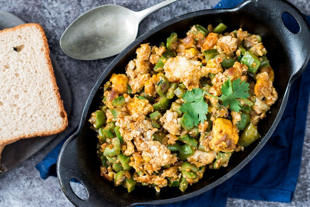 Ghee Tooria Per Eda Recipe – Parsi Style Ridge Gourd With Fried Eggs