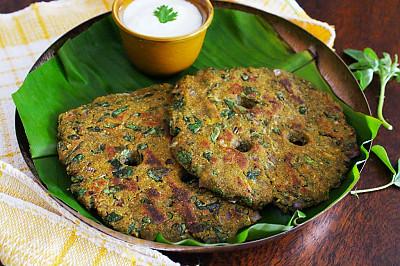 Methi Jowar Ragi Thalipeeth Recipe - Healthy Diabetic Friendly Recipe