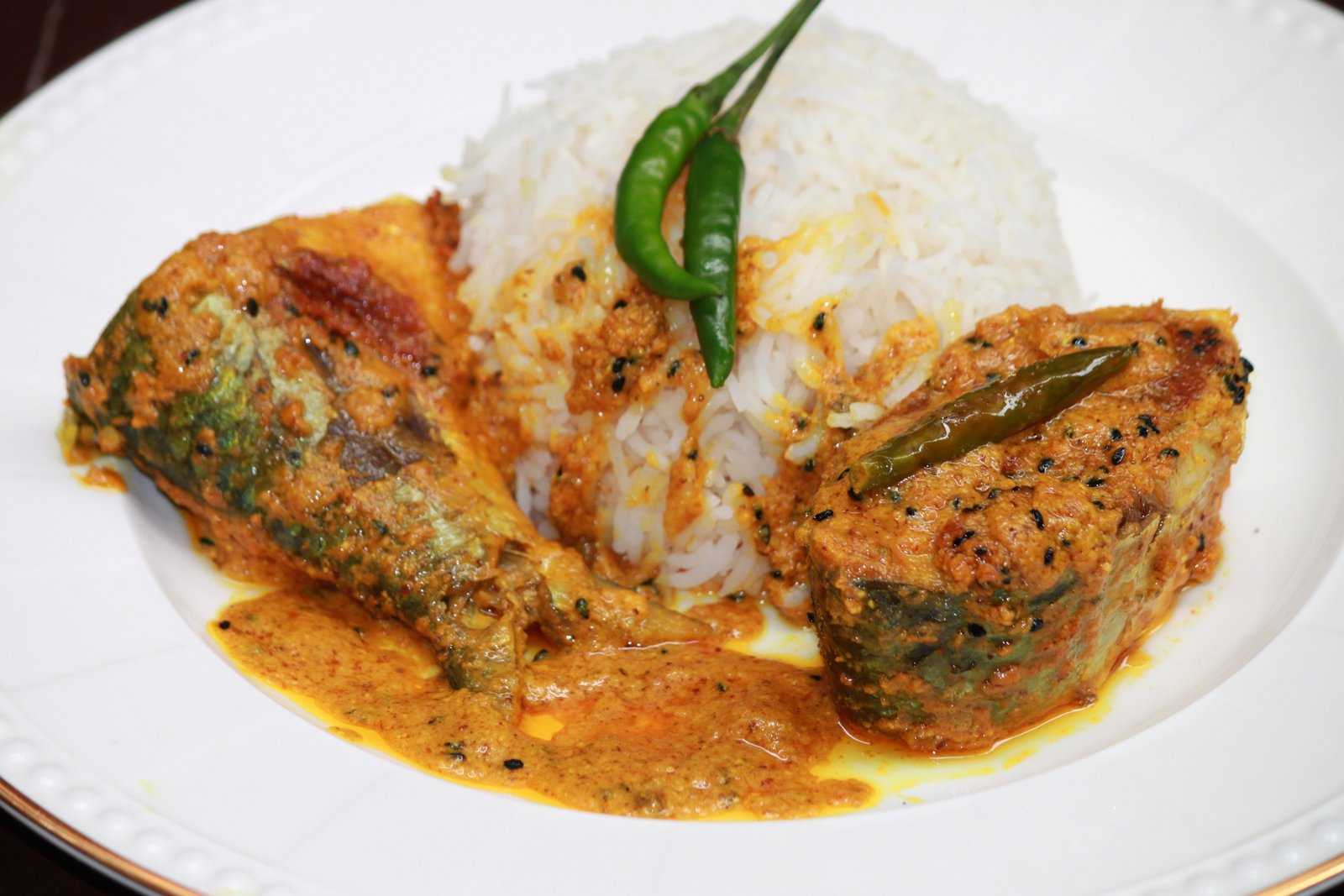Bengali Style Hilsa Fish In Poppy Seeds & Yogurt Curry Recipe