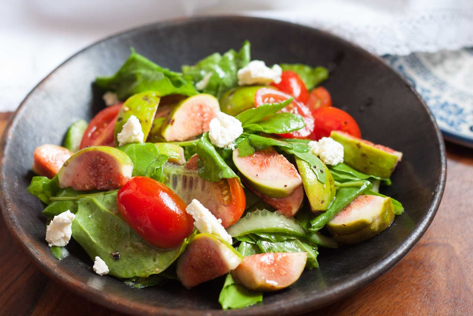 Spinach Fig & Cherry Tomatoes Salad with Red Wine Vinaigrette Recipe