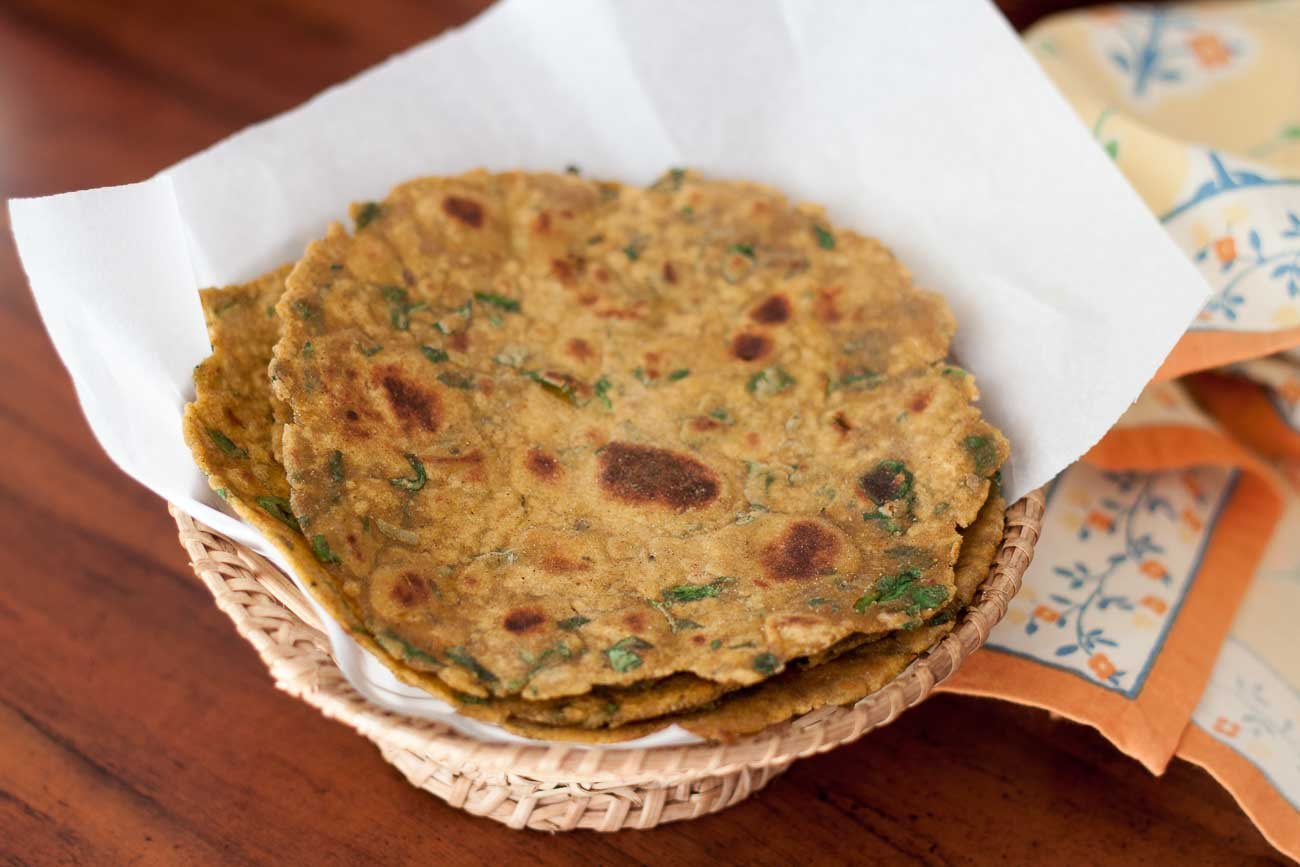 Palak Makki Ki Roti Recipe - Spicy Spinach Cornmeal Flatbread Recipe)