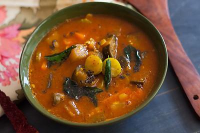 Udupi Style Thondekayi And Badnekayi Sambar Recipe - Ivy Gourd & Brinjal  Sambar