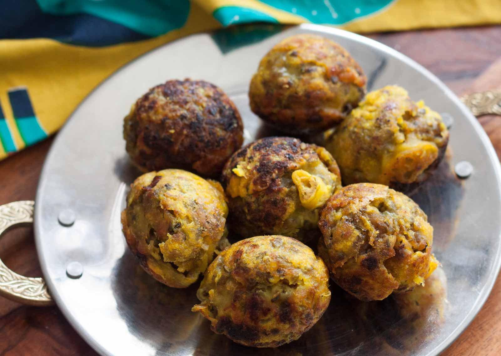 Kerala style sugiyan recipe sweet moong dal bondas by archanas kerala style sugiyan recipe sweet moong dal bondas forumfinder Choice Image