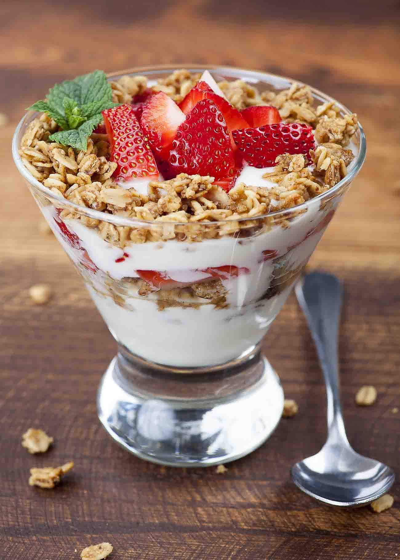 Strawberry Yogurt Breakfast Parfait Recipe by Archana's ...