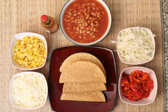 Vegetarian Tacos with Baked Beans and Salad-2