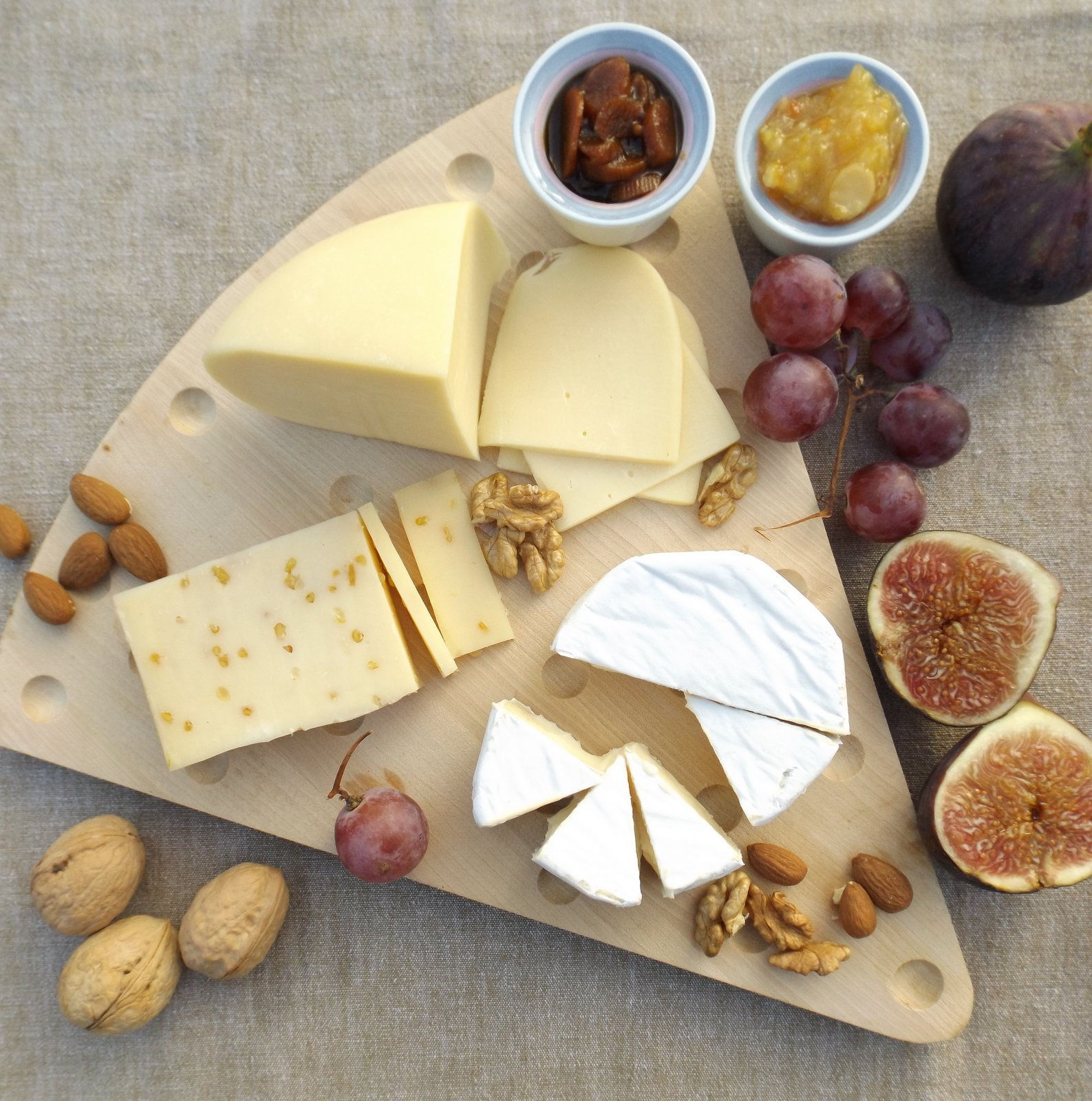 Assorted Cheese Platter Served With Fruits u0026 Crackers : cheese plate images - pezcame.com