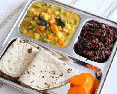 Everyday Meal Plate : Karwar Style Mixed Vegetable With Tambdi Bhaji and Phulka