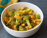 Broccoli And Aloo Poriyal Recipe - South Indian Broccoli And Potato Stir Fry
