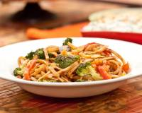 Singapore Rice Noodles Recipe with Peanuts and Sriracha