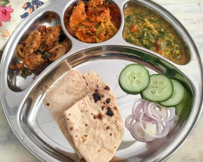 Portion Control Meal Plate: Chepa Vepadu, Kadai Chicken, Dal Palak And Phulka