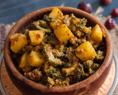 Konkani Style Karate Batate Puddi Sagle Recipe - Bitter Gourd & Potato Curry