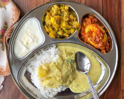 Portion Control Meal Plate: Kerala Pulissery,Raw Banana Thoran, Egg Roast, Rice & Curd