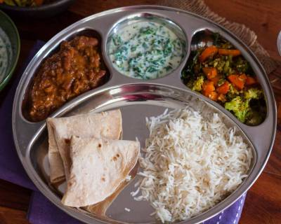 No Onion No Garlic Portion Control Meal Plate : Dal Makhani, Carrot and Broccoli Poriyal, Palak Raita & Phulka