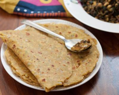 Jowar Atta Pyaz Thepla Recipe – Sorghum Wheat Onion Thepla
