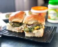 Homemade Vada Pav Recipe With Spinach Corn Tikki