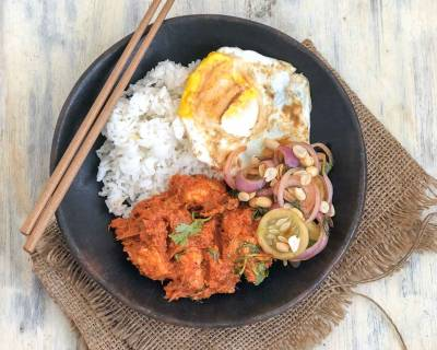 Meal Bowl: Chicken Rendang, Fried Egg, Pickled Onions & Steamed Rice