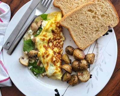Breakfast Meal Plate:Mushroom & Goat Cheese Omelette with Spinach, Roasted Baby Potatoes & Bread Toast