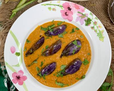 Hyderabadi Bagara Baingan Recipe - Brinjal In Spicy Peanut Curry